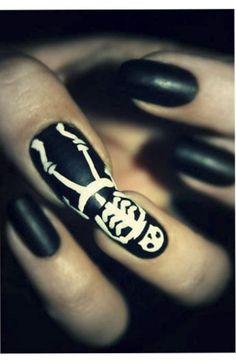 chic halloween nail art black nails