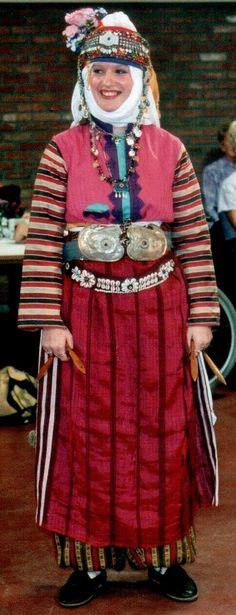 Traditional festive costume of the Alevi villages west of Edremit (Balıkesir province). Mid-20th century. Ethnic group: Tahtacı, Alevi Türkmen. (Kavak Folklor Ekibi & Costume Collection-Antwerpen/Belgium).