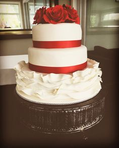 Red and white wedding cake #oldschooltealady Chef services