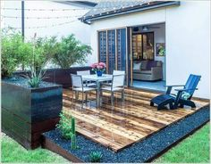 Cozy Backyard Patio Deck Designs Ideas for Relaxing 34 Small Patio Design, Backyard Patio Designs, Backyard Landscaping, Pergola Designs, Low Deck Designs, Terrace Design, Landscaping Ideas, Corner Landscaping, Pavers Ideas