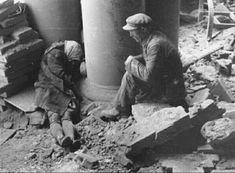 galeri_yasli-adam-alman-bombardimaninda-olen-karisinin-basinda-yas-tutuyor-polonya-1944-jpg_892854989_1431672088.jpg (740×545)