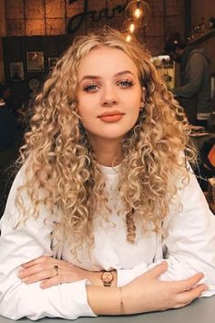 Types Of Thick Curly Hairstyles 2019 We All Love To Have Like This Curls… - Best Hairstyles Layered Curly Hair, Thick Curly Hair, Curly Wigs, Blonde Curly Hair Natural, Girls With Curly Hair, Blonde Curls, Curly Hair With Fringe, Curly Hairstyles For Medium Hair, Long Curly Layers