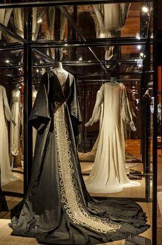 La maison Lanvin déploie ses charmes au Palais Galliera, à Paris, jusqu'au 23 août. L'occasion de découvrir plus d'une centaine de tenues qui ont fait la gloire de la plus vieille maison de couture encore en activité.