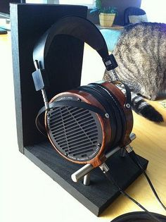 10 Super Creative DIY Headphone Stand Ideas (Some are from Recycled Materials) Diy Headphone Stand, Headphone Holder, Best In Ear Headphones, Diy Headphones, Headset Holder, Recycled Materials, Recycling, Creative, Capitalist Pig