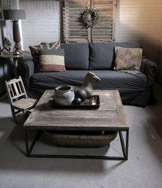 vierkante Salontafel gemaakt van oud hout