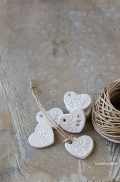 Personalizzabili-12 Cuori in Argilla Decorati Ideali per Matrimonio come Segnaposto/Bomboniera/Omaggio/Decorazione