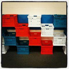 New plastic crate storage ideas coffee tables 61 Ideas Wooden Crates Desk, Pallet Crates, Milk Crates, Milk Crate Storage, Crate Shelves, Diy Storage, Storage Ideas, Cubbies, Adult Room Ideas