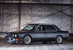 The BMW Alpina was the fastest four-door saloon car in the world from 1984 to largely thanks to its heavily modified engine and its KKK E28 Bmw, Bmw K100, Bmw Alpina, E30, Vmax, Bmw For Sale, Bmw Wagon, Nissan 300zx, Range Rover Classic