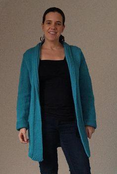 Dit vest is gebreid van Saskia breigaren van Wibra. Het is een lekker lang warm vest.  Vest breien Breipatroon vest  #breien #breienisleuk #ikwilbreien Embroidery, Stitch, Knitting, Sewing, Crochet, Womens Fashion, Sweaters, Beautiful, Burlap