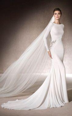 Venčanice - San-Patrick - MANON - iznajmljivanje i prodaja venčanica Beograd Plum Wedding Dresses, Wedding Dress With Veil, Elegant Wedding Dress, Designer Wedding Dresses, Bridal Dresses, Wedding Gowns, Muslim Brides, Long Sleeve Wedding, Mermaid Dresses