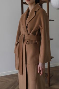 A Complete Guide to Choosing The Perfect Coat That Complements Your Taste This Season - Best Fashion Tips Modest Fashion, Fashion Outfits, Womens Fashion, Camel Coat Outfit, Casual Coats For Women, Wrap Coat, Popular Dresses, Cashmere Wool, Facon