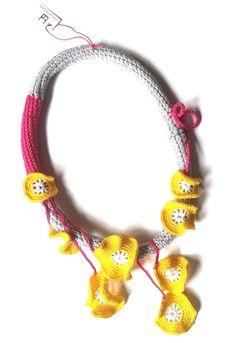 Wonderful crochet jewelry by TERESA DEGLERI Diy Jewelry, Handmade Jewelry, Textile Jewelry, Lace Making, Macrame Bracelets, Crochet Necklace, Crochet Jewellery, Butterfly Wings, Knit Crochet