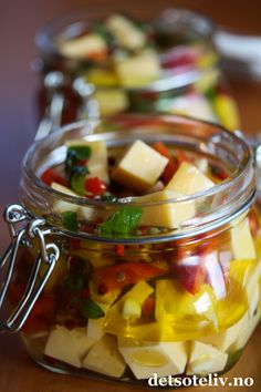 Marinert Edamer | Det søte liv Edible Crafts, All Things Christmas, Homemade Gifts, Fruit Salad, Tapas, Vegetarian Recipes, Appetizers, Food And Drink, Sweets