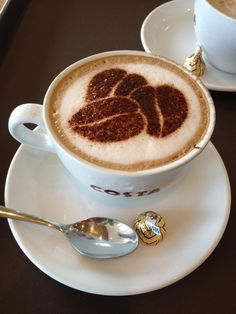 """At any time works for """"""""a good coffe"""""""" and the favourite kind is undoubtedly the warm espresso. Arte Del Cappuccino, Cappuccino Art, Coffee Latte Art, I Love Coffee, Coffee Cafe, Coffee Break, My Coffee, Coffee Drinks, Morning Coffee"""
