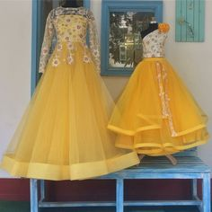 Source by icekopk outfits mother daughter Mom Daughter Matching Dresses, Mom And Baby Dresses, Kids Party Wear Dresses, Birthday Dresses, Mother Daughter Fashion, Kids Frocks Design, Designer Wear, Designer Dresses, Children Style