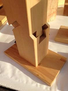 Wood Projects For Beginners, Easy Wood Projects, Japanese Woodworking, Beginner Woodworking Projects, Diy Easel, Japanese Joinery, Timber Architecture, Wood Joints, Woodworking Inspiration