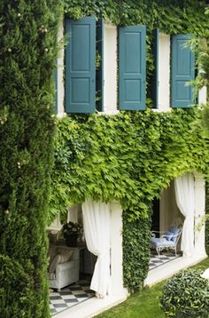 Garden on exterior walls Outdoor Rooms, Outdoor Gardens, Outdoor Living, Outdoor Curtains, Exterior Design, Interior And Exterior, Beautiful Gardens, Beautiful Homes, Landscape Design