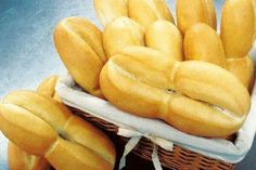 Marraquetas Chilean Recipes, Chilean Food, Crusty Rolls, Baked Rolls, Types Of Bread, No Salt Recipes, Recipe Instructions, Food Tasting, Instant Yeast