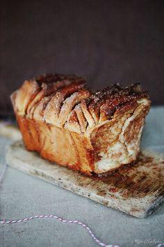 Chlieb? Bochník? V podstate je to jedno. Keďže sú Vianoce o tri týždne tu, povedal som si, že by som sa mal podeliť o tento skvelý rece... Danishes, Russian Recipes, Sweet Bread, Doughnuts, Banana Bread, French Toast, Pork, Sweets, Meat