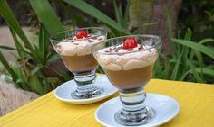 Copa de crema de chocolate y mousse de café
