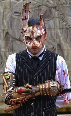 Ian Finch-Field is raffling off this stunning,BIOSHOCK Rabbit Splicer mask. You can also win an Oak Leaf Mask and a BIOSHOCK-inspired arm attachmen. Bioshock Cosplay, Epic Cosplay, Amazing Cosplay, Male Cosplay, Amazing Costumes, Cosplay Diy, Anime Cosplay, Splicer Cosplay, Halloween Cosplay