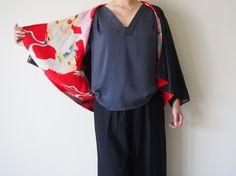 Items similar to Black linen jacket with vintage Japanese kimono lining on Etsy Japanese Sewing, Japanese Fabric, Kimono Fabric, Kimono Dress, Kimono Fashion, Diy Fashion, Japanese Fashion Designers, Kimono Design, Silk Jacket