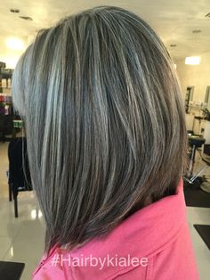 Trendy hair color highlights for grey mom Ideas Gray Hair Highlights, Hair Highlights And Lowlights, Natural Highlights, Curly Hair Styles, Natural Hair Styles, Grey Hair Natural, Covering Gray Hair, Transition To Gray Hair, Low Lights Hair