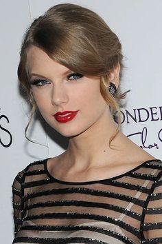 Red Lipstick Makeup Looks, Lipstick Style, Best Red Lipstick, Red Lipsticks, Hooded Eye Makeup, Hooded Eyes, Pat Mcgrath, Taylor Swift Red Lipstick, Lipgloss