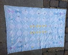 TRUE VINTAGE SMALL LAP BABY CRIB QUILT FEED SACK