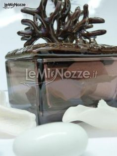 http://www.lemienozze.it/operatori-matrimonio/bomboniere/negozio-bomboniere-a-roma/media/foto/12  Scatolina in vetro con coralli per le bomboniere matrimonio