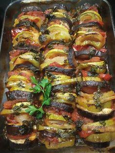 Τουρλού -Λαχανικά !!! ~ ΜΑΓΕΙΡΙΚΗ ΚΑΙ ΣΥΝΤΑΓΕΣ 2 Veggie Dishes, Veggie Recipes, Healthy Recipes, Cookbook Recipes, Cooking Recipes, Greek Dishes, Food Tasting, Mediterranean Recipes, Greek Recipes