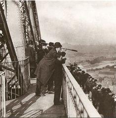 Inauguration de la Tour Eiffel en 1889 pendant l'exposition universelle