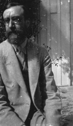 British biographer and literary critic, Lytton Strachey at Ham Spray in Wiltshire, the home he shared with painter, Dora Carrington and associated with the 'Bloomsbury Group' circle of friends. Duncan Grant, Vanessa Bell, Essayist, Playwright, Virginia Woolf, Dora Carrington, Leonard Woolf, Bloomsbury Group, English Writers
