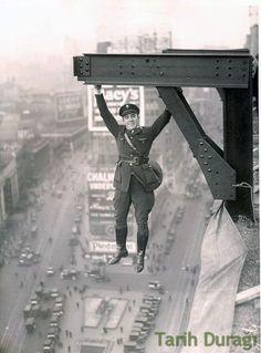 New York Polis Departmanında görevli bir memur, 1920'ler.  NYPD Stunt Police Officer 1920s..