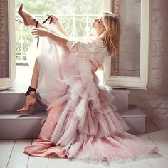 """""""The beautiful thing about dance is the intense discipline. Once you have that foundation, you can feel free and let go."""" - @Katehudson wears the #JimmyChoo ROSANA pump"""