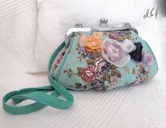 BOLSO PIN UP Bolso con un estilo muy vintage y con un estampado retro .Diseño exclusivo de Hadas Pin Up que encontraras en www.hadaspinup.com #bag #bolso #pinup #retro #rockabilly  1 guardado