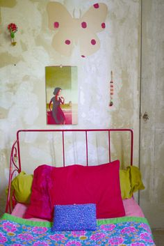 Deft use of color to set off the unusually bold (for the USA) color combo in the bedspread. I have some difficult-to-match Chinese textiles I've bought while traveling. This may be the solution! Myriam Balaÿ-Devidal Sneak Peek at D*S