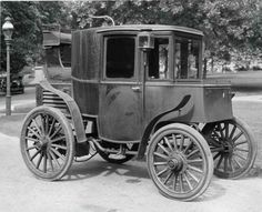 September 6: Andrew Riker sets a 29-mph speed record in his electric car on this date in 1900.