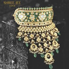 25 Dazzling & Ultra-mod Rajasthani Aad Necklace Designs for Brides Indian Jewelry Earrings, Indian Jewelry Sets, Jewelry Design Earrings, Indian Wedding Jewelry, Bridal Jewelry Sets, India Jewelry, Temple Jewellery, Bridal Necklace, Indian Bridal