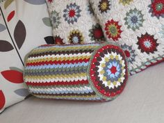 A perfect way to use up scrap yarn and have a great pillow.: Off the hook :: bolster cushion cover & Yarnspirations.com - Bernat Bulky Bolster - Free Pattern - Crochet ... pillowsntoast.com
