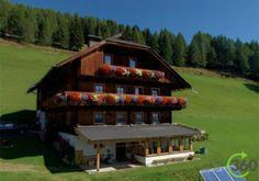 Schrunerhof - Karinthië  Een verzorgde bergboerderij op een schitterende zonnige plek op 1510 meter hoogte. De twee liefdevol gerenoveerde comfortabele appartementen bevinden zich in de oude boerderij.