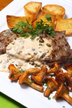 This grilled steak au poivre recipe is hearty and full of flavor. Steak dishes are often very versatile and can be served with many different. Grilled Steak Recipes, Meat Recipes, Cooking Recipes, Healthy Recipes, Steak Au Poivre, Dips, Steak Dishes, Marinade Sauce, Steak Recipes