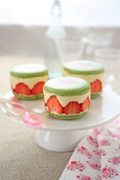 Encore une recette de fraisier, j'en ai déjà mis plusieurs sur le blog: -le classic -Le couture -Le cupcake champignon -En livre, en dôme Encore une recette de macaron……bon je vais pas mettre tous les liens, il y a le moteur de recherche à droite. C'est...