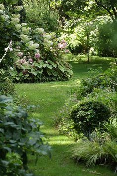 Garden type: the English garden or English garden, nature and romance – Garten Landschaftsbau Hinterhof – trendtre Garden Types, Garden Paths, Rain Garden, Jardim Natural, Landscape Design, Garden Design, Woodland Garden, Garden Cottage, Garden Living