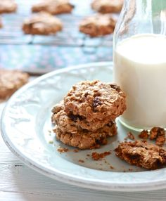 Gwyneth Paltrow's Oatmeal Raisin Cookies {vegan} ~ The Clever Carrot