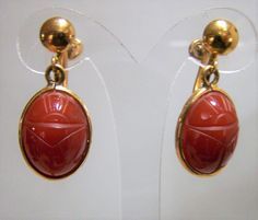 Mid Century Egyptian Revival carved carnelian scarab gold filled earrings Signed B-M Co 1/20 12 k gold filled Screw back style Stone is 12 x 17 mm 1 1/8 inch total drop, 9/16 inches wide Very good vintage condition, shows no wear International buyers welcome, I can ship 3 jewelry items for 12$ USD, overcharges are refunded Priority shipping is offered   Want to see more vintage earrings? Click here: https://www.etsy.com/your/shops/GretelsTreasures/...