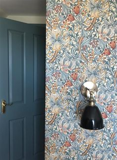 F&B Oval Room Blue on woodwork, F&B Pointing on walls, Morris & Co Golden Lily wallpaper ¦ Farrow & Ball Inspiration William Morris Wallpaper, Morris Wallpapers, Blue Wallpapers, Farrow Ball, Dining Room Colour Schemes, Dining Room Colors, Lily Wallpaper, Room Wallpaper, Oval Room Blue