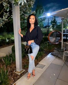 """••• B R I A N A ••• (@brixana) posted on Instagram: """"Love a good pair of mom jeans."""" • Sep 14, 2020 at 12:52am UTC Boujee Outfits, Cute Swag Outfits, Cute Summer Outfits, Classy Outfits, Fashion Outfits, Women's Fashion, Mode Ootd, How To Pose, Black Women Fashion"""