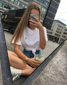 Find out what people want to know about you. Ask questions and get answers on any topic! Teenager Photography, Girl Photography Poses, Ft Tumblr, Tumblr Girls, Selfie Fille Blonde, Photographie Blonde, Bild Girls, Fake Girls, Instagram Pose