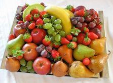 obložené mísy ovocné - Hledat Googlem Fruit Salad, Food, Fruit Salads, Meal, Essen, Hoods, Meals, Eten